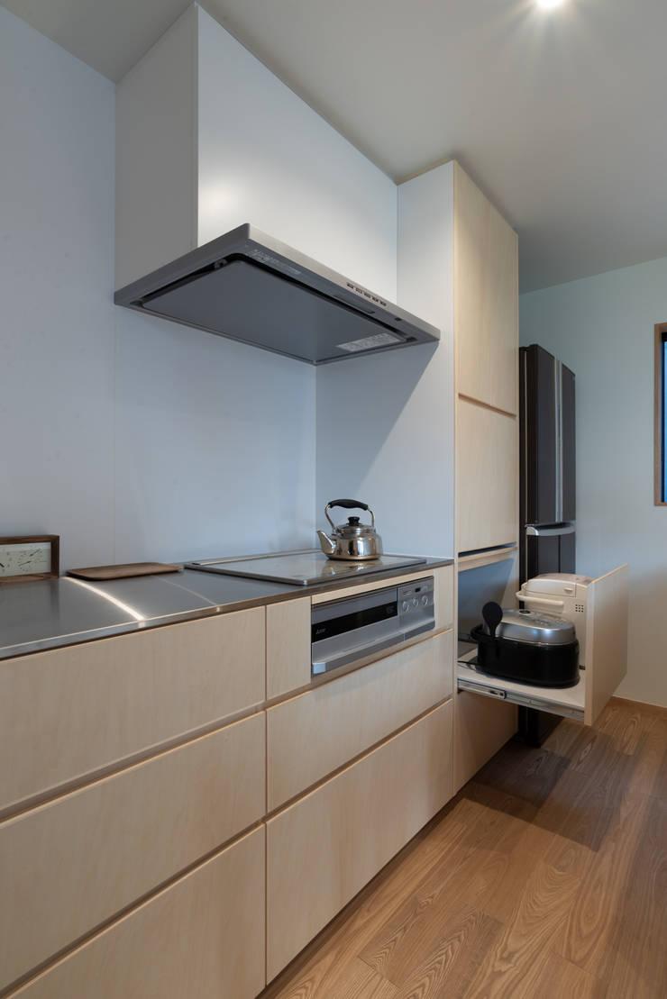 Módulos de cocina de estilo  de 家山真建築研究室 Makoto Ieyama Architect Office, Minimalista