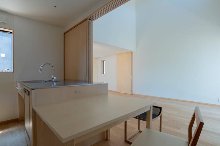 Comedores de estilo  de 家山真建築研究室 Makoto Ieyama Architect Office, Minimalista