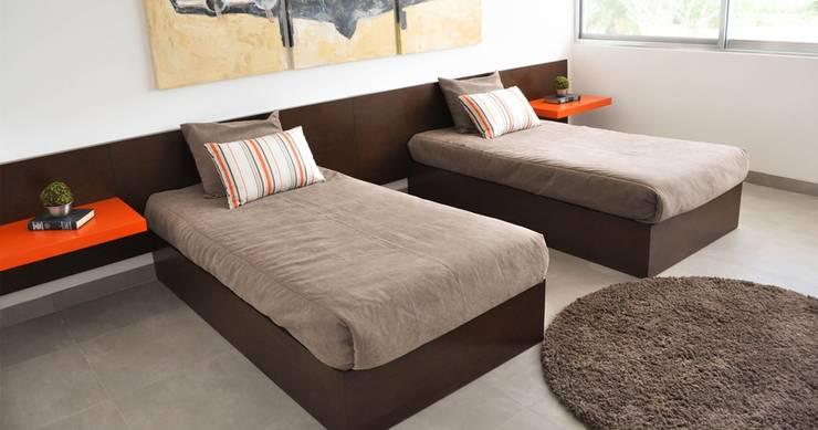 Dormitorios Dobles: Dormitorios de estilo  por Corporación Siprisma S.A.C,