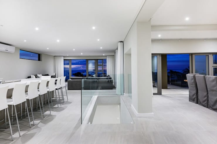 Apostles View:  Dining room by FRANCOIS MARAIS ARCHITECTS