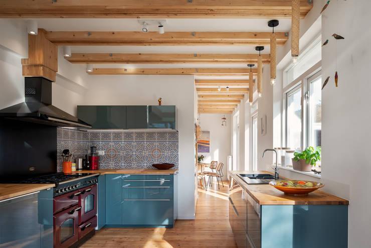 keuken verbouwing jaren 50 bungalow:  Keukenblokken door robin hurts architect