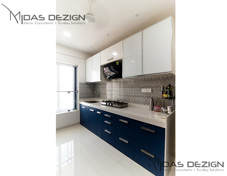 2BHK @ Goregoan (East), Romell Group:  Kitchen by Midas Dezign