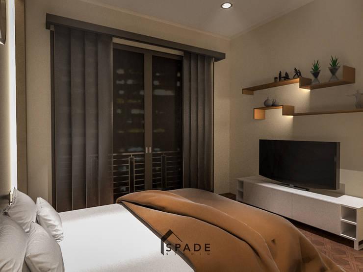 Dekorasi kamar tidur:  Bedroom by SPADE Studio Indonesia