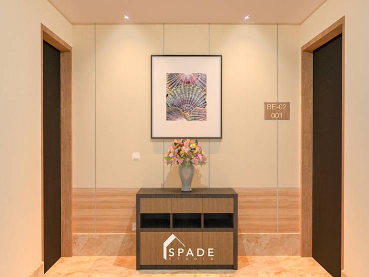 Kensington's Unit Apartment Kelapa Gading:  Koridor dan lorong by SPADE Studio Indonesia