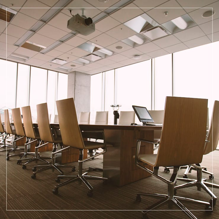 Mesas de Conferencias o reuniones: Estudio de estilo  por Corporación Siprisma S.A.C,