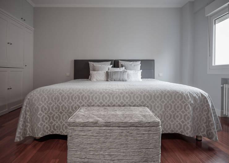 Small bedroom by Basoa Decoración,
