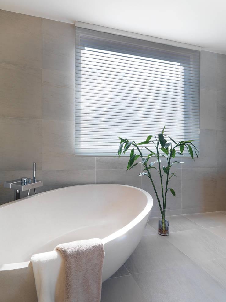 Pok Fu Lam House:  Bathroom by Original Vision