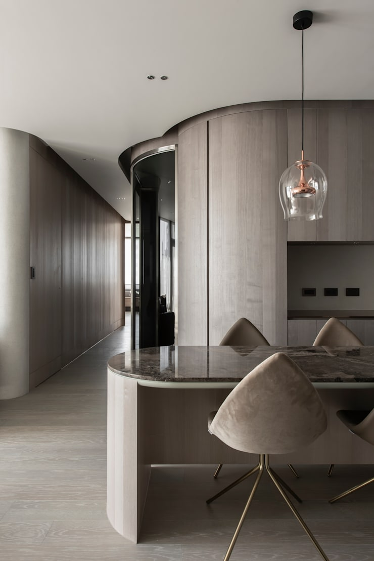 living area:  走廊 & 玄關 by 湜湜空間設計