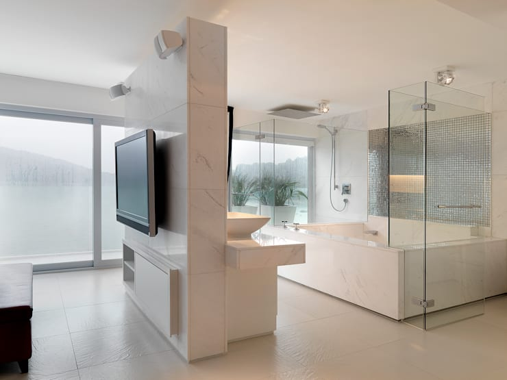Water Front House—Clearwater Bay:  Bathroom by Original Vision, Modern