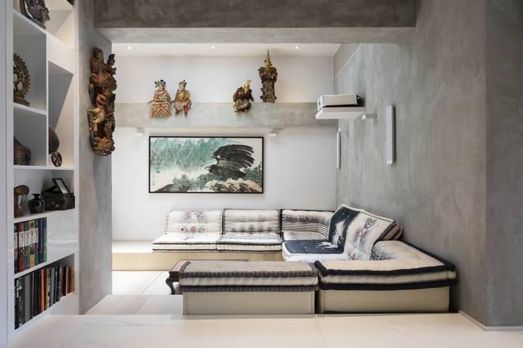 Tai Tam House:  Media room by Original Vision, Modern