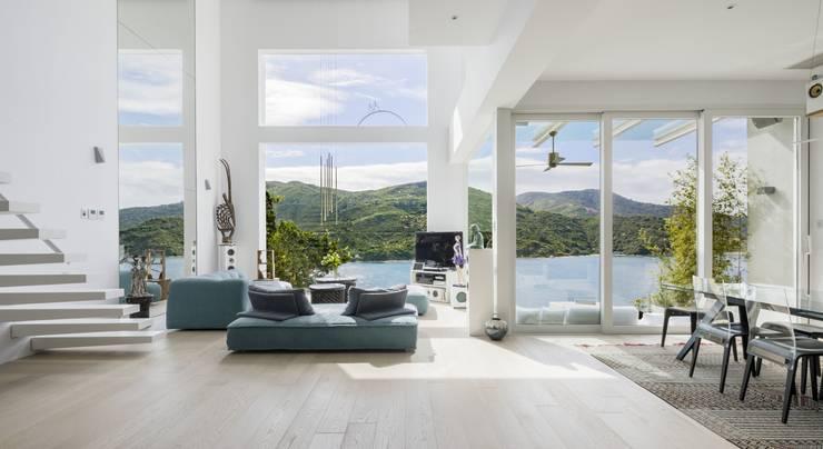 Tai Tam House:  Living room by Original Vision, Modern