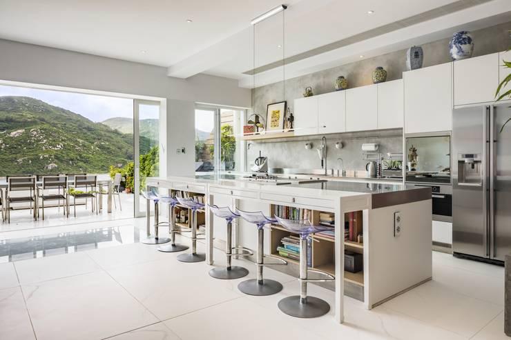 Tai Tam House:  Kitchen by Original Vision, Modern