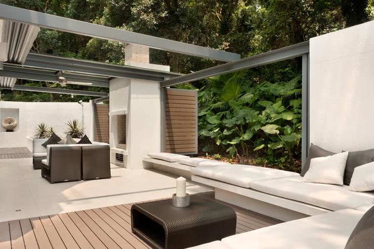 Casa Bosques:  Terrace by Original Vision, Modern