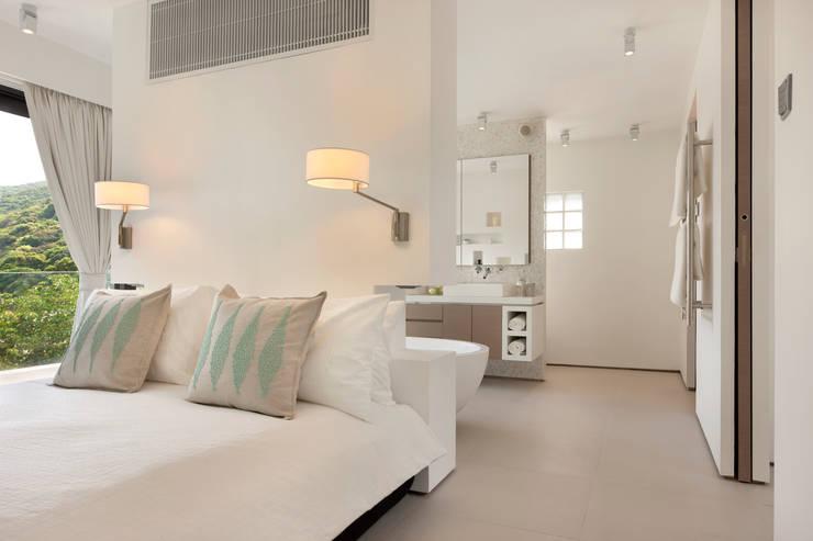 Casa Bosques:  Bedroom by Original Vision, Modern