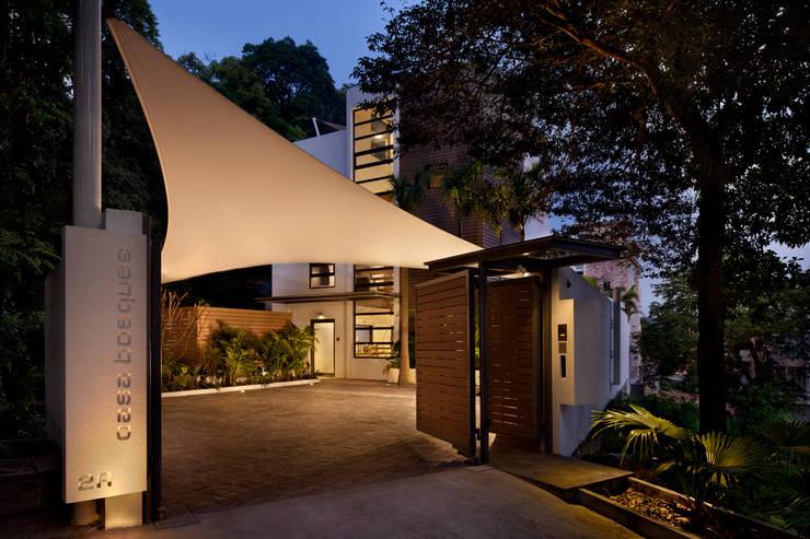 Casa Bosques:  Garden by Original Vision, Modern