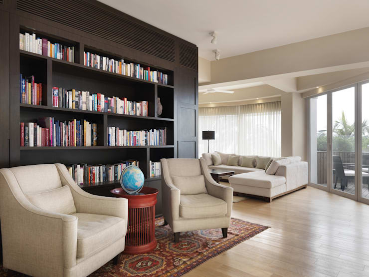 Round House:  Living room by Original Vision, Classic