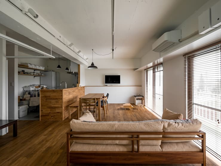 Modern living room by 株式会社エキップ Modern Solid Wood Multicolored