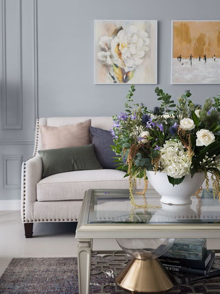 布吉瓦爾花園|The Garden at Bougival:  客廳 by 理絲室內設計有限公司 Ris Interior Design Co., Ltd.