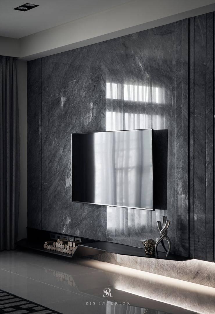 霏霧.烟波|Fog Floated:  客廳 by 理絲室內設計有限公司 Ris Interior Design Co., Ltd.