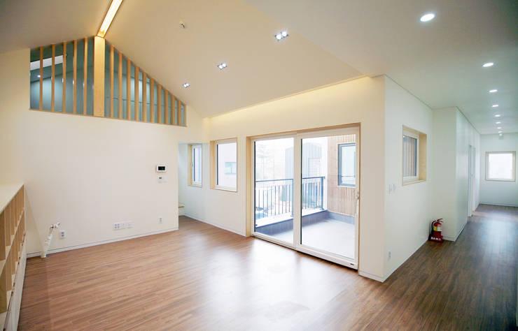 청한당: 소하  건축사사무소    SoHAA의  거실,
