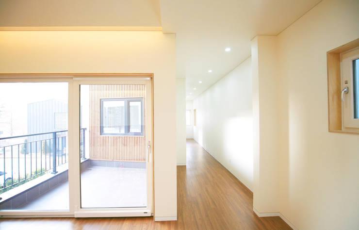 청한당: 소하  건축사사무소    SoHAA의  복도 & 현관,