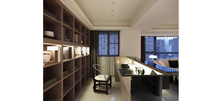 開放式的書房讓人與客廳無隔閡:  書房/辦公室 by 鼎爵室內裝修設計工程有限公司