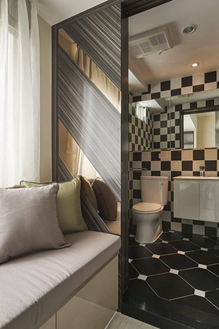 時尚風華-板橋國光路老國宅也有新生命:  浴室 by 富亞室內裝修設計工程有限公司