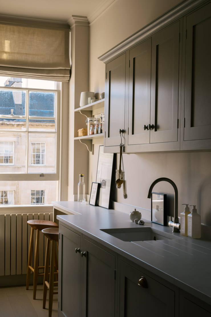 ห้องครัว by deVOL Kitchens