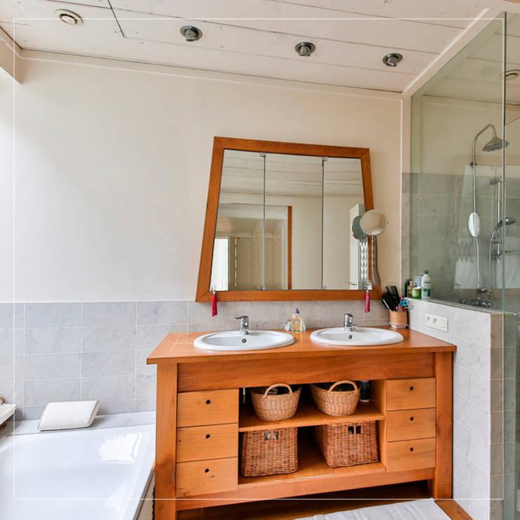 Espaciosos gabinetes : Baños de estilo  por Corporación Siprisma S.A.C