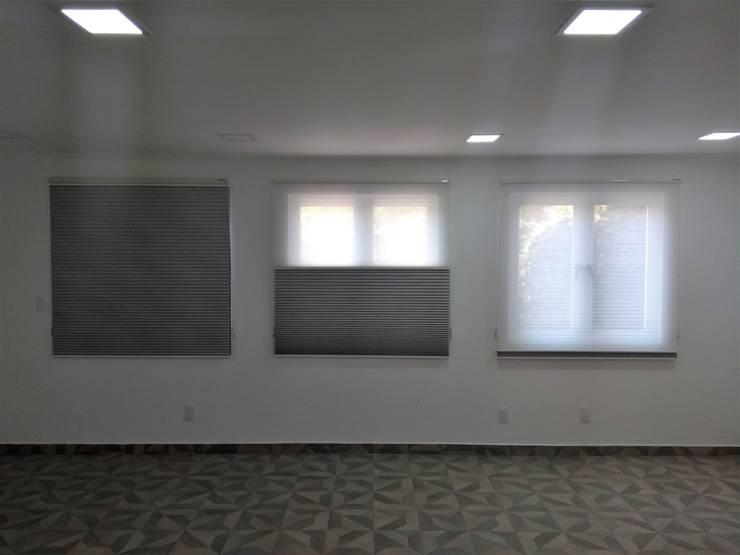 Living room by Inova Diseño y Decoracion ,