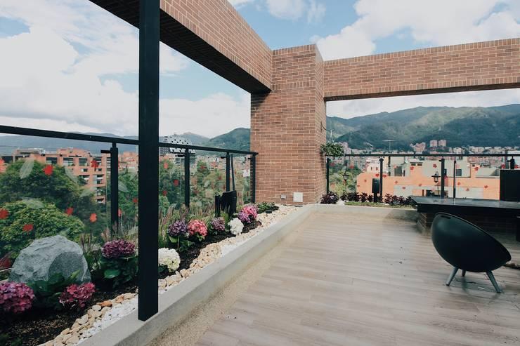 Jardinera norte: Terrazas de estilo  por Marga