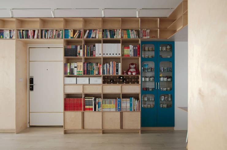 Apartment L:  書房/辦公室 by 六相設計 Phase6