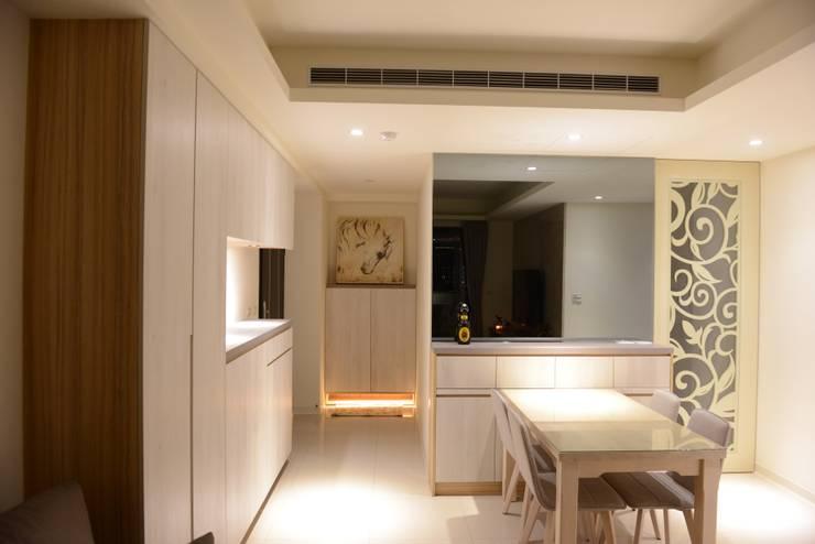 舒適放鬆的餐廳:  餐廳 by 台中室內設計裝修 心之所向設計美學工作室