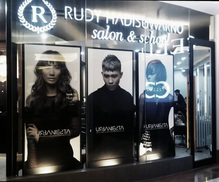 Retail Salon Pondok Indah mall 2:  Pusat Perbelanjaan by SPADE Studio Indonesia