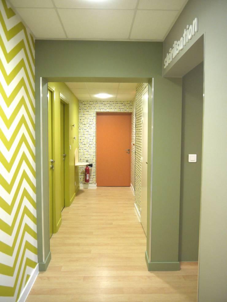 Cabinet d'Orthodontie BERNHEIM: Cliniques de style  par MIINT - design d'espace & décoration, Éclectique