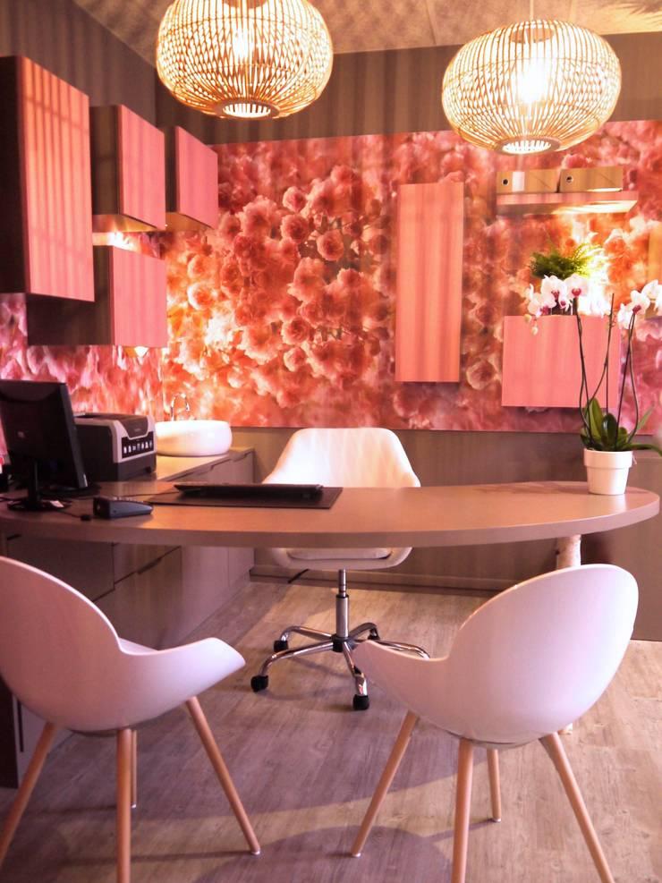 Clínicas / Consultorios Médicos de estilo  por MIINT - design d'espace & décoration