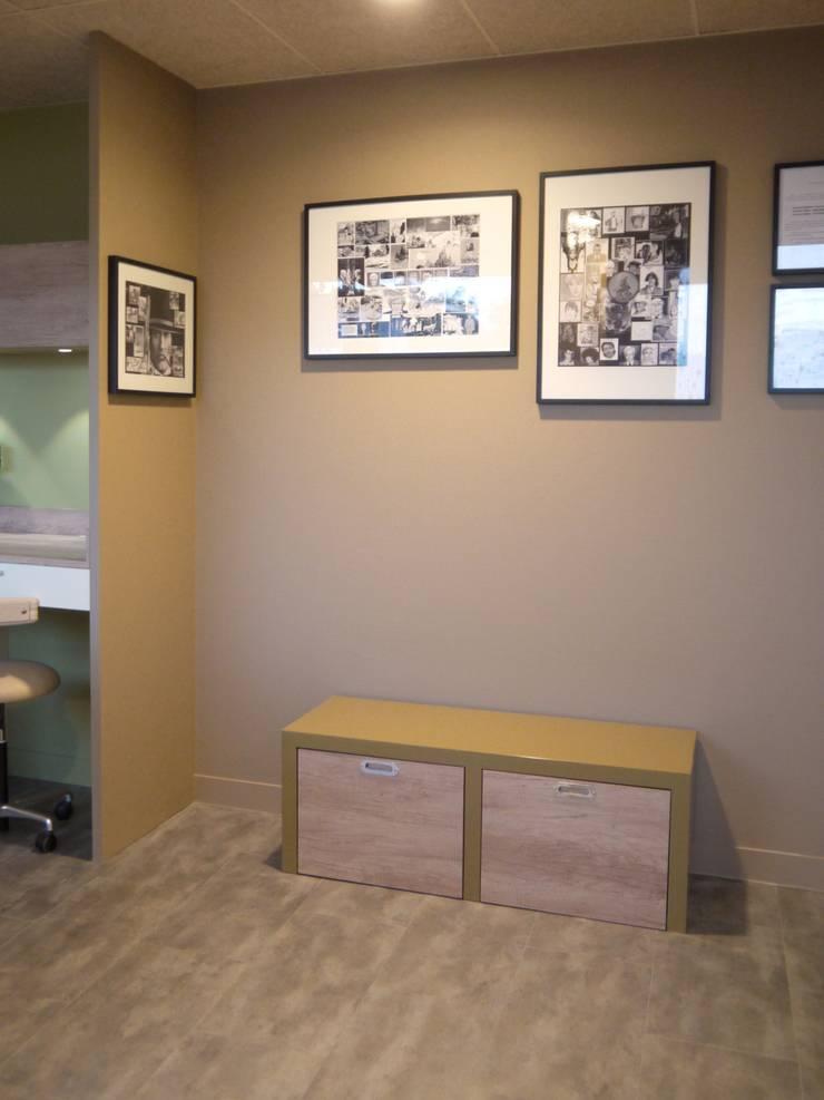 Cabinet Dentaire Chollet: Cliniques de style  par MIINT - design d'espace & décoration, Éclectique