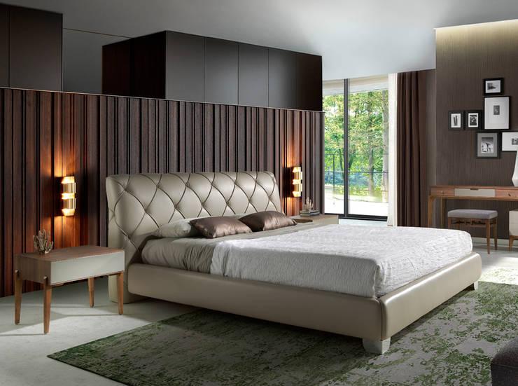 Cama tapizada en piel colección INCANTO SOFÁS by Angel Cerdá: Dormitorios de estilo  de ANGEL CERDA