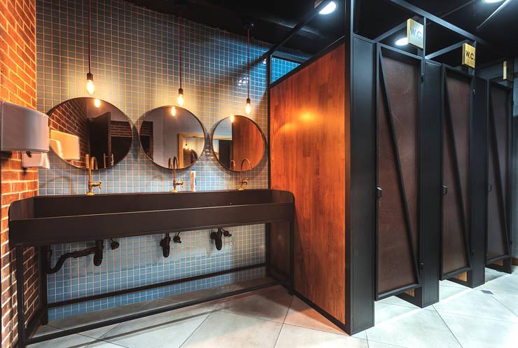 OFICINAS SM DIGITAL: Baños de estilo  por Mocca Mobiliario