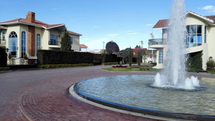 CASA CAMPESTRE: Jardines de estilo  por INMOBILIAR Bienes Raíces