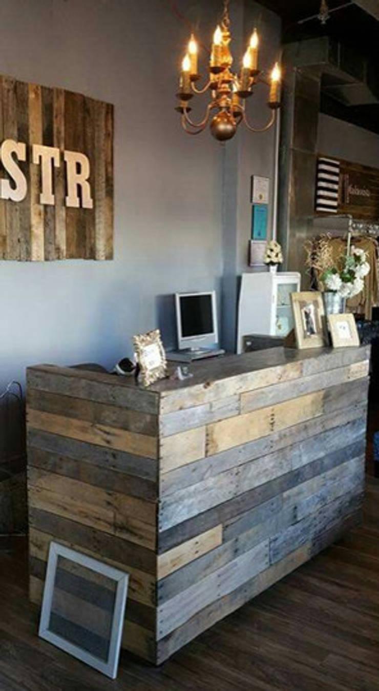 RECEPCIÓN RUSTICA : Oficinas y tiendas de estilo  por Gallo Rosa S.A.S
