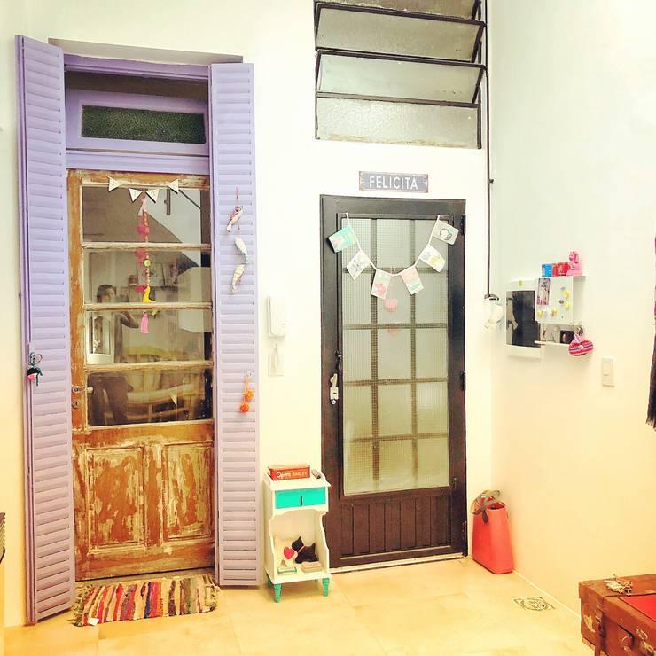 Refacción y Diseño de interiores: Pasillos y recibidores de estilo  por Delgado+Pittaluga,