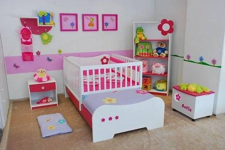 JUEGO DE ALCOBA INFANTIL PARA SEÑORITA..: Habitaciones de estilo  por MUEBLERIA Y CARPINTERIA MADEYRA
