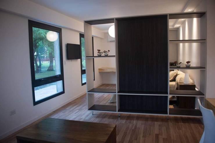Apart Hotel <q>La Posada del Indio</q>: Livings de estilo  por Comodo-Estudio+Diseño,