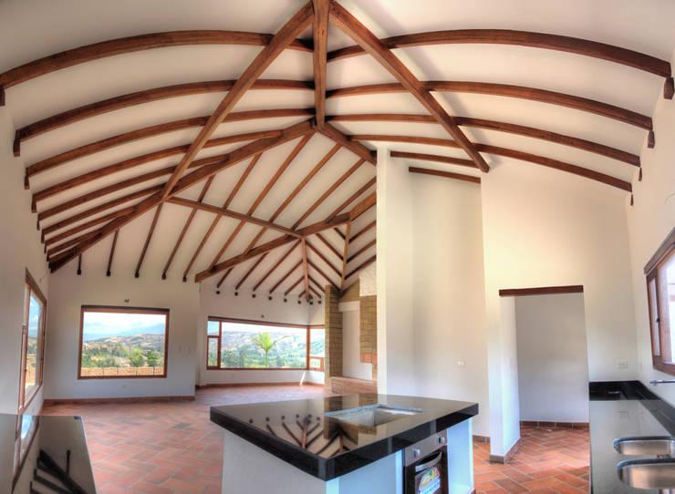 CASA SIERRA OESTE: Cocinas integrales de estilo  por cesar sierra daza Arquitecto