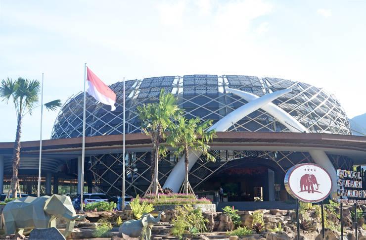 Exterior - Main Building:  Ruang Komersial by PHL Architects