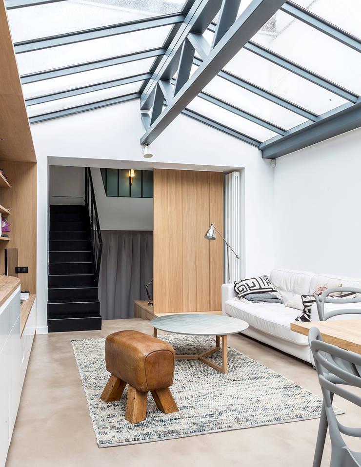 Loft à l'esprit industriel: Salon de style  par Créateurs d'interieur