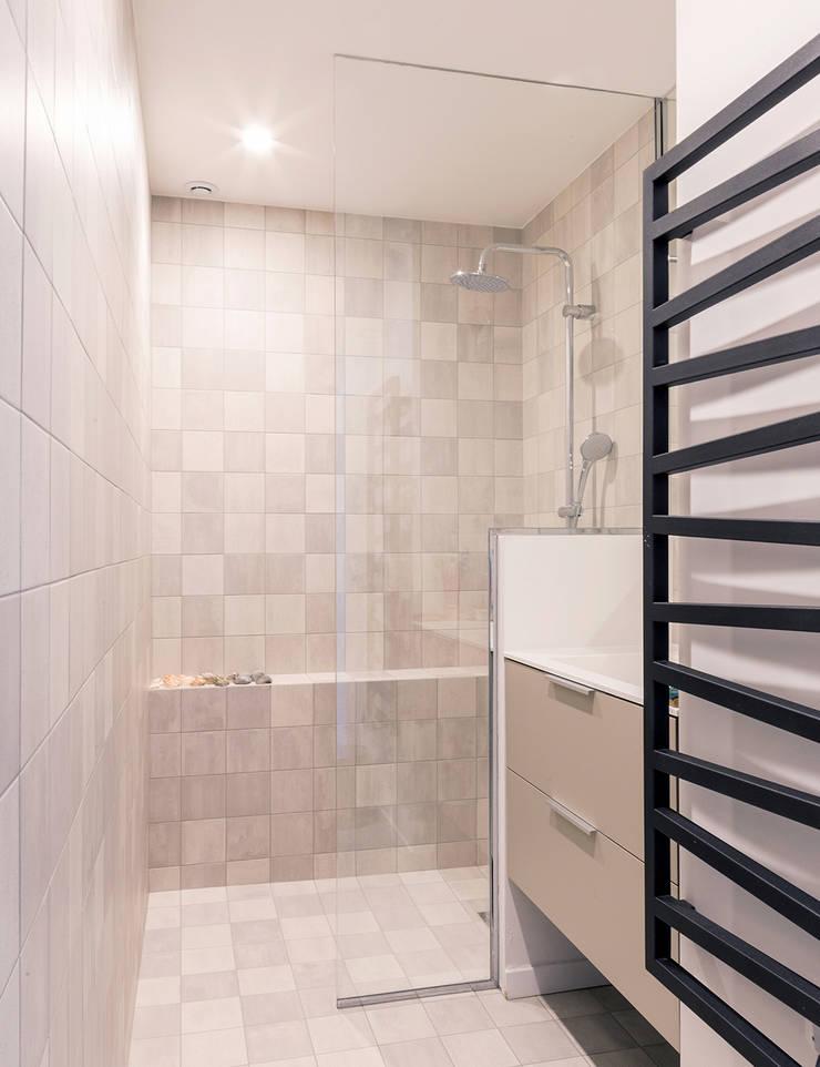 Loft à l'esprit industriel: Salle de bains de style  par Créateurs d'interieur