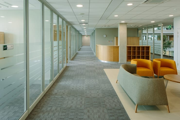 Reception and Waiting Area:  Office buildings by Activate Space, Modern