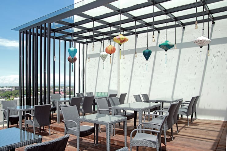 Exterior -Outdoor Breakfast Area:  Hotels by PHL Architects